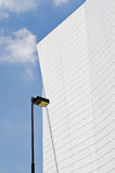 Modernes Gebäude mit blauem Himmel Lizenzfreie Stockfotos
