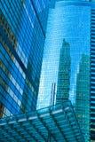 Modernes Gebäude mit Reflexionen. Stockbilder
