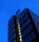 Modernes Gebäude nachts Lizenzfreies Stockbild