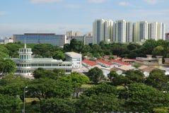 Modernes Gebäude und Bäume Lizenzfreies Stockfoto