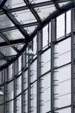 Modernes Gebäude- und Fensterfeld Stockbild