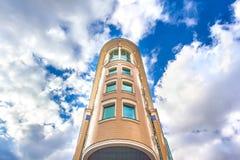 Modernes Gebäudelicht-Ziegelsteinfutter stockfoto