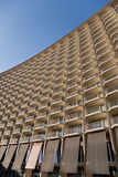 Modernes gebogenes Gebäude Stockfoto