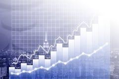 Modernes Geschäfts-/Finanzdiagramm bedeckt auf Manhattan-Skylinen nachts Stockbild