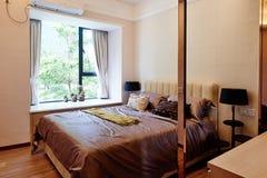 Modernes Hauptschlafzimmer lizenzfreie stockbilder
