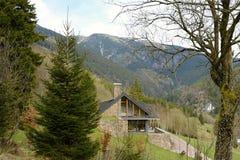 Modernes Haus in der Berglandschaft, Tschechische Republik, Europa Stockbilder