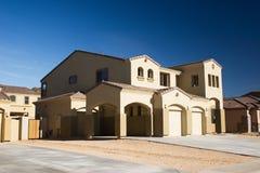 Modernes Haus in der Wüste lizenzfreies stockbild