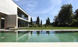 Modernes Haus draußen Lizenzfreie Stockfotografie