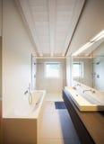 Modernes Haus, moderne Toilette lizenzfreie stockfotos
