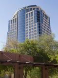 Modernes im Stadtzentrum gelegenes Bankgebäude Stockfotos