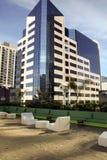 Modernes im Stadtzentrum gelegenes Gebäude Lizenzfreies Stockfoto