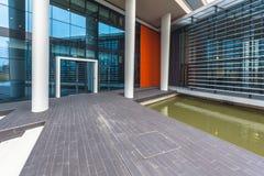 Modernes Industriegebäude des Details Stockfoto