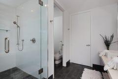 Modernes Innenbadezimmer Lizenzfreies Stockbild