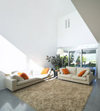 Modernes Innenhaus stockbild