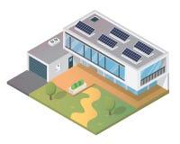 Modernes isometrisches grünes freundliches Luxushaus Eco mit Sonnenkollektor Lizenzfreie Stockbilder