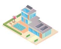 Modernes isometrisches grünes freundliches Luxushaus Eco mit Sonnenkollektor Stockbilder