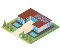 Modernes isometrisches grünes freundliches Luxushaus Eco mit Sonnenkollektor Lizenzfreies Stockbild