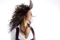 Modernes jugendlich mit ihrem Haar, das in einer Luft flattert stockfotografie