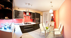 Modernes Küchepanorama Stockfotografie