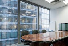 Modernes Konferenzzimmer im Büro Stockfotos