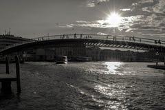 Modernes Konstitutions-Brücke Ponte-della Costituzione über Grand Canal, Schwarzweiss lizenzfreies stockbild