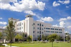 Modernes Krankenhaus Lizenzfreie Stockfotografie