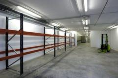 Modernes Lagerhaus, Regale, Hintergrund für Industrie - Stockfoto