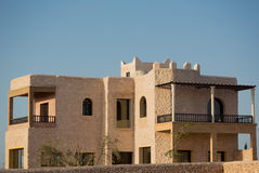 Modernes Landhaus in Essaouira bei Sonnenuntergang stockbilder