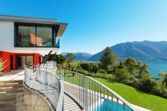 Modernes Landhaus, extern Stockfoto