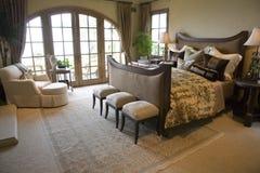 Modernes Luxuxhauptschlafzimmer. Stockfoto
