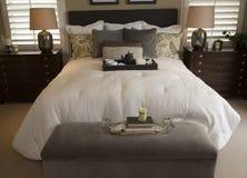 Modernes Luxuxhauptschlafzimmer. Stockbild