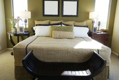 Modernes Luxuxschlafzimmer lizenzfreie stockbilder
