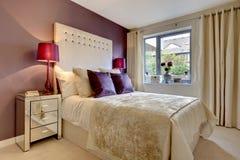 Modernes Luxuxschlafzimmer stockbild