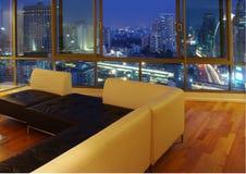 Modernes Luxuxwohnzimmer stockbild