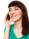Modernes Mädchen der Frau, das am Handy spricht Lizenzfreies Stockbild