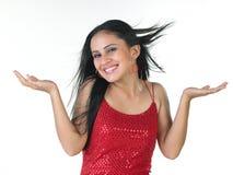Modernes Mädchen im roten sleeveless Kostüm lizenzfreies stockbild