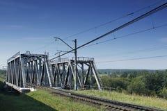 Modernes Metalleisenbahnbrücke Stockbilder