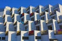 Modernes Mittelmeerhotel Lizenzfreie Stockfotos