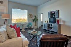 Modernes neues Luxus-Resort-Wohnzimmer und Möbel Stockfotos