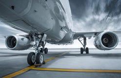 Modernes Passagierflugzeug stockfoto