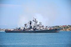 Modernes russisches Kriegsschiff Stockbilder