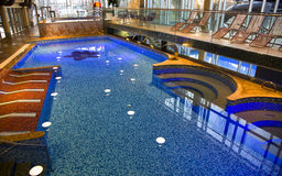 Modernes Schwimmbad Stockbild