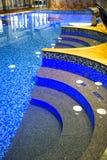 Modernes Schwimmbad Stockfotos
