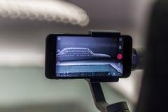 Modernes Smartphonekameraschießen auf Stabilisierung stockfotografie