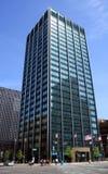 Modernes städtisches Bürohaus stockbild