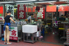 Modernes Straßencafé im chinesischen Viertel von Bangkok Stockfotografie