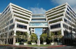 Modernes terassenförmig angelegtes Büro Stockfotos