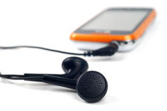 Modernes touchphone mit verbundenen Kopfhörern Lizenzfreie Stockbilder