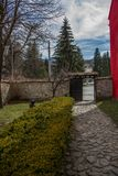 Modernes und altes Dorfleben Lizenzfreies Stockbild