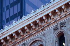 Modernes und altes Gebäude Stockbild